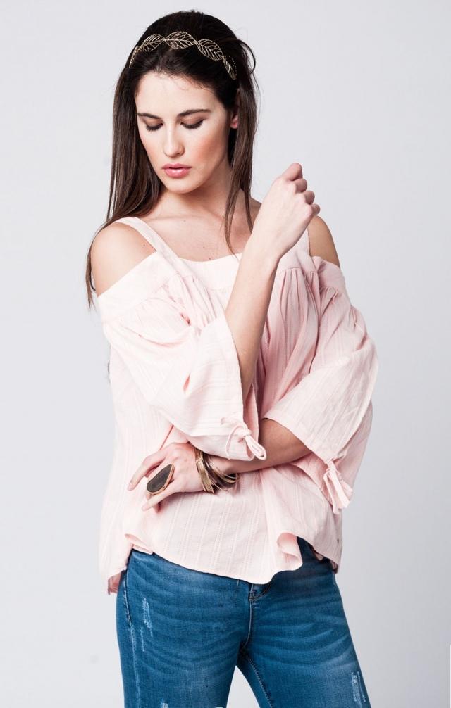 off shoulder roze top met wijde mouwen