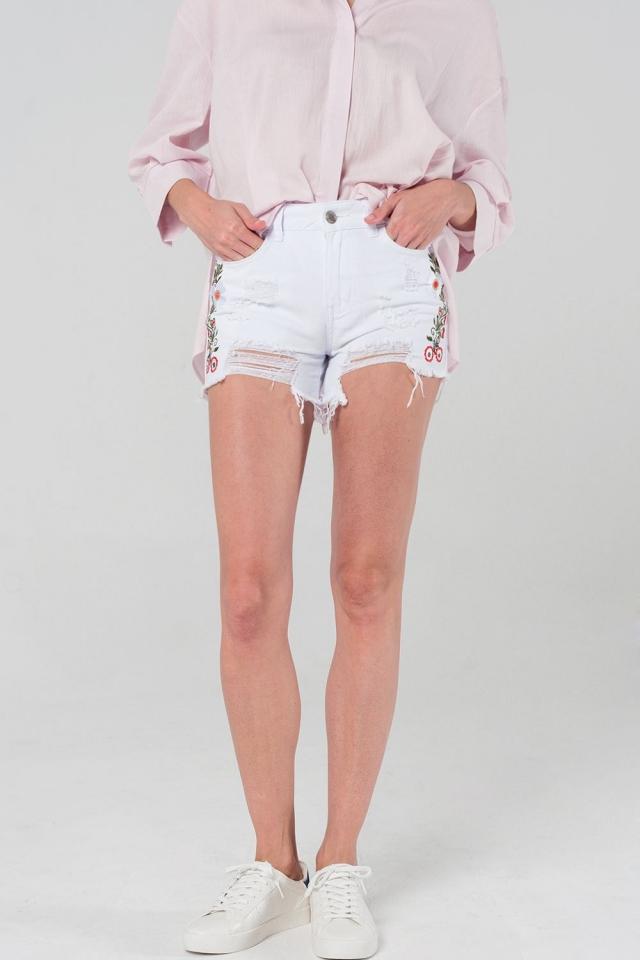 Witte korte spijkerbroek met versleten accenten en borduursel