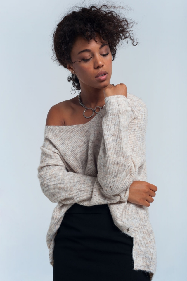 Sweater in white with open shoulder