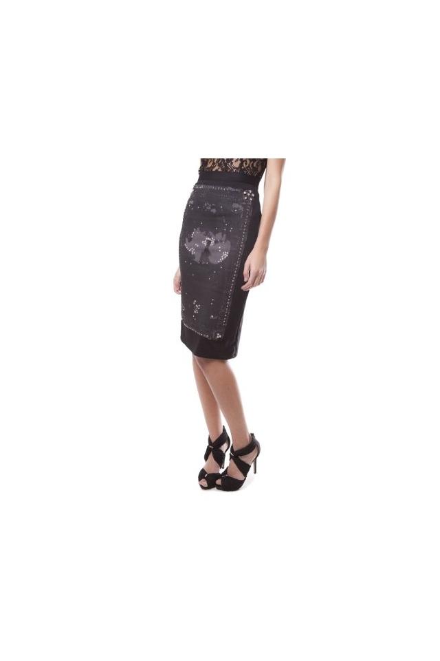 Sleek side skirt