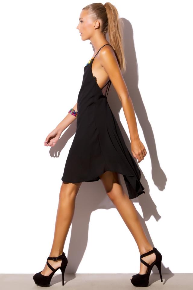 Zwarte jurk met V terug
