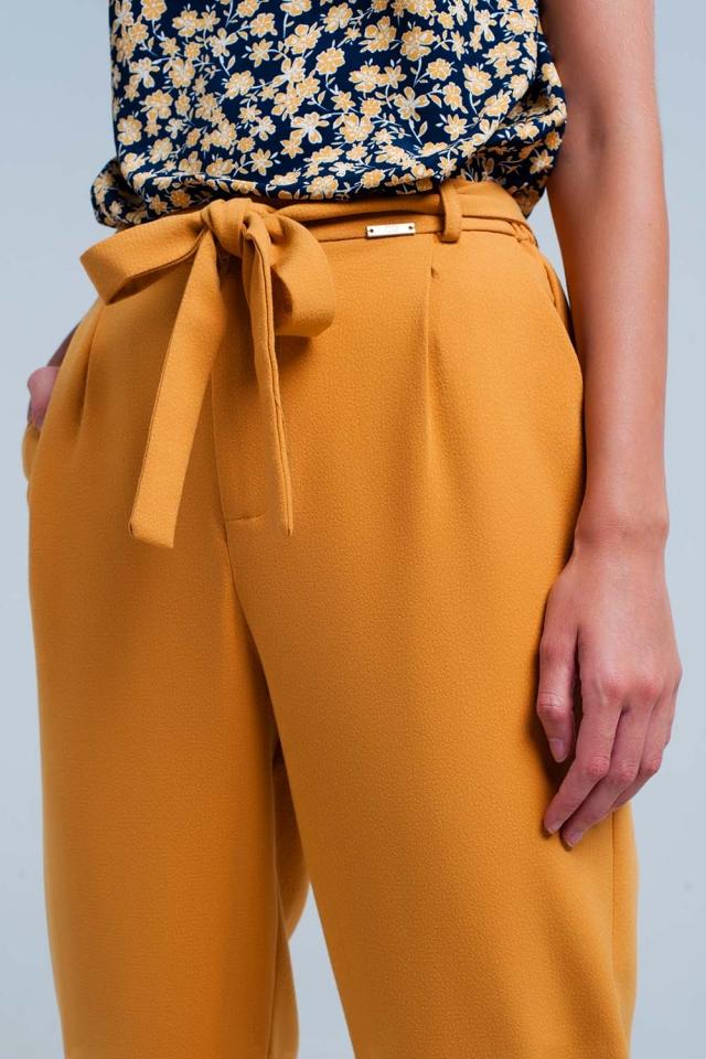 mosterd hoog getailleerde broek met riem
