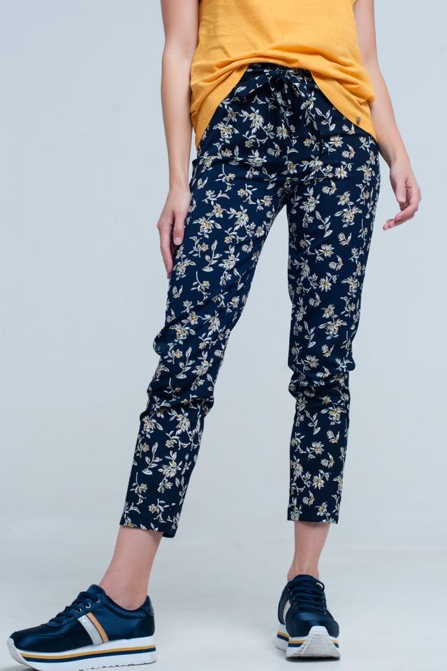 Blauwe bloemenprint broek met een riem