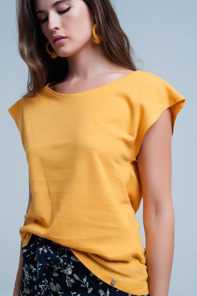 Geel t-shirt met scoop hals