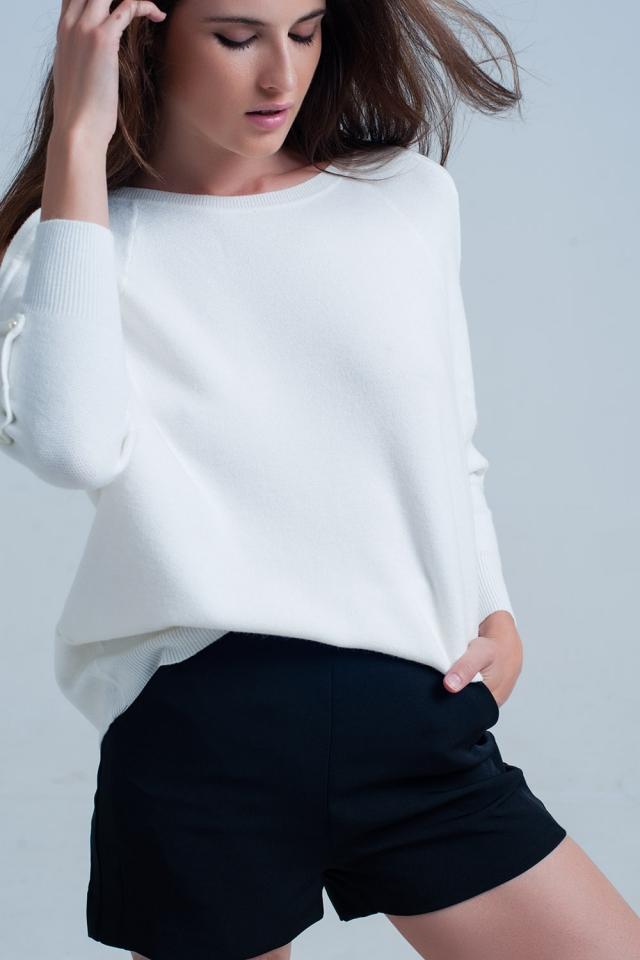 wit gebreide trui met parelmoer detail