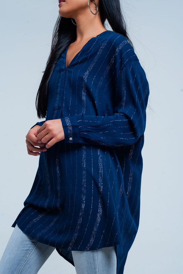 Blue longline shirt met metallic streeppatroon