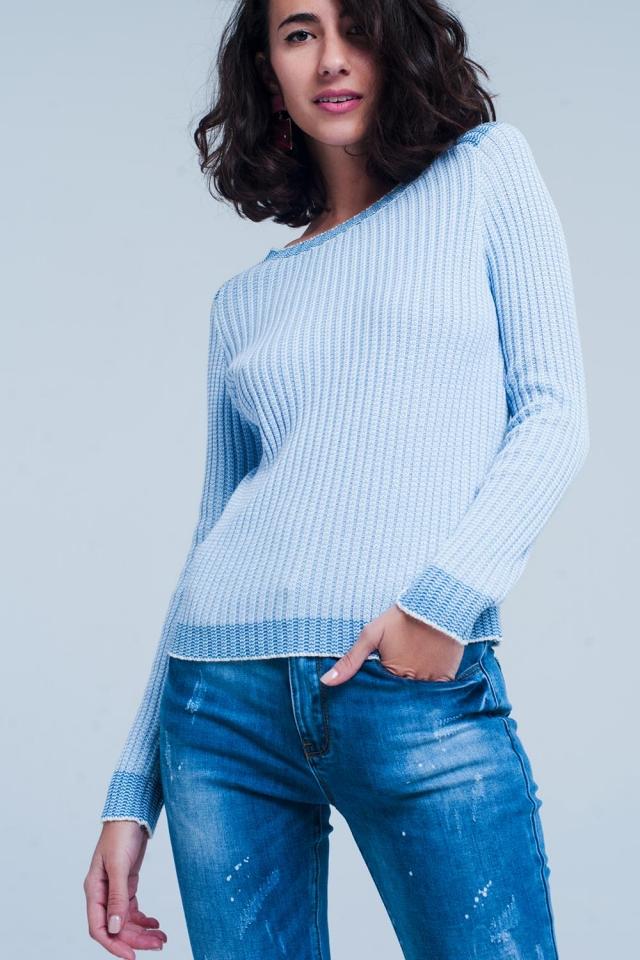 Ribgebreide trui met contrasterende rand in blauw