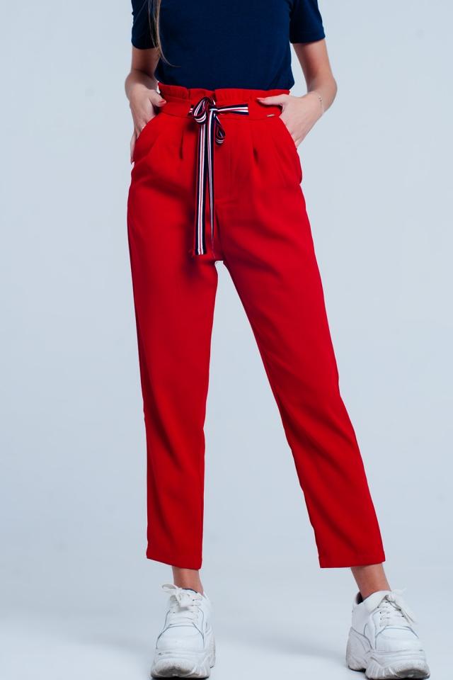 Broek met aangerimpelde taille en strik aan de voorkant Rood
