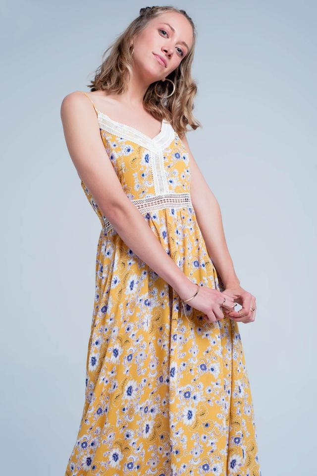 Gele jurk met bloemenprint en uitsnijdingen