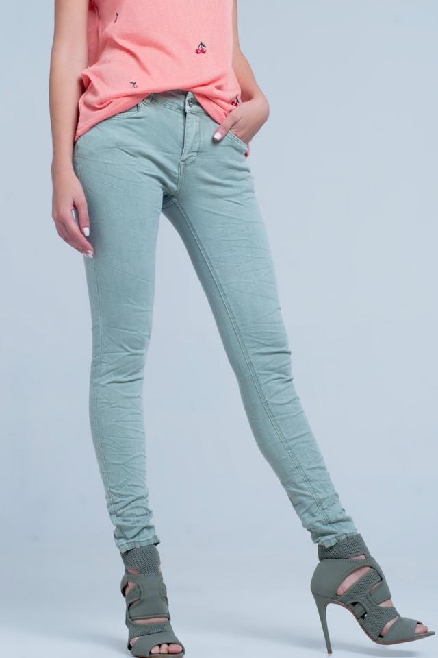 Groene gekreukelde jeans