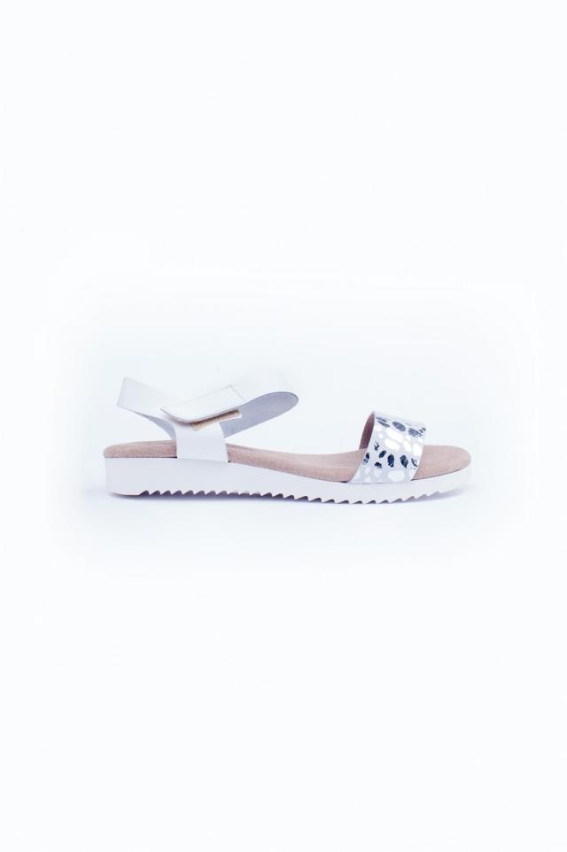 Witte platte sandalen