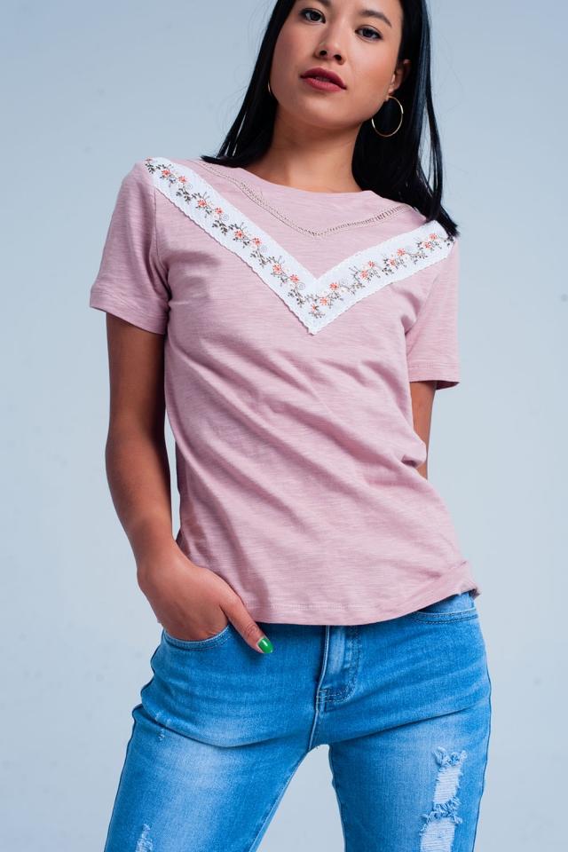 Roze t-shirt met borduurwerk
