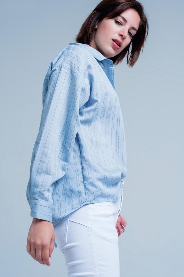 Blauwe blouse met dunne zwarte strepen