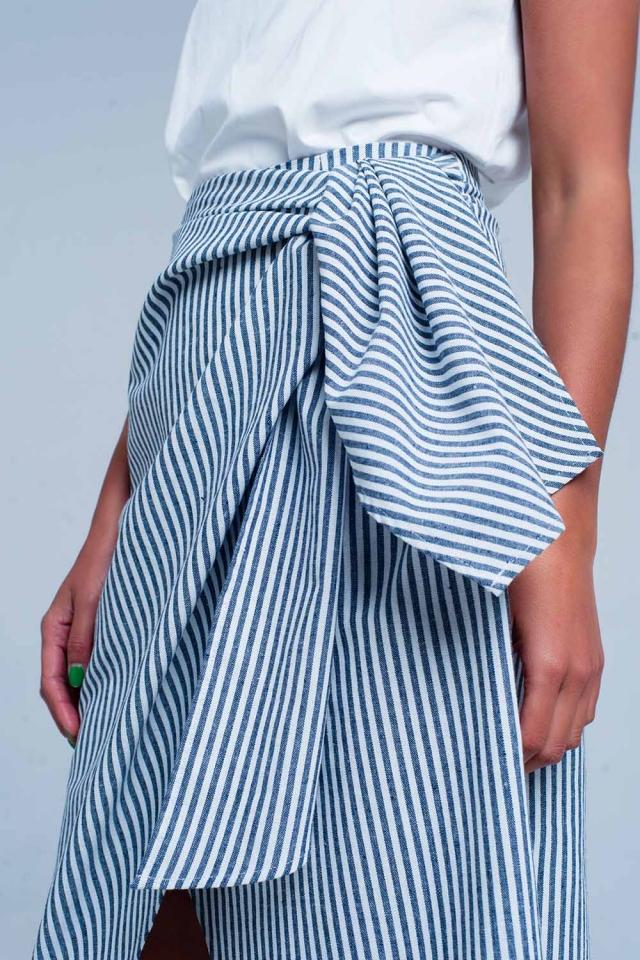 Blauw midi rok met witte strepen