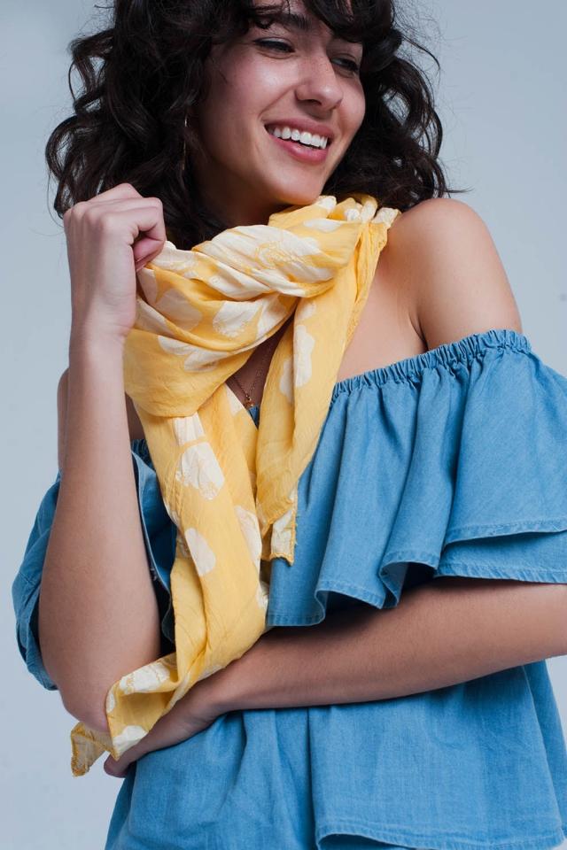 Gele sjaal met bloemenprint