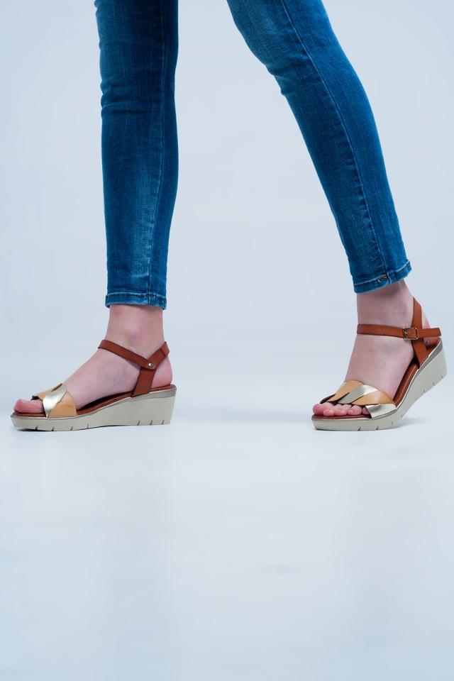 Gouden leren wig sandalen