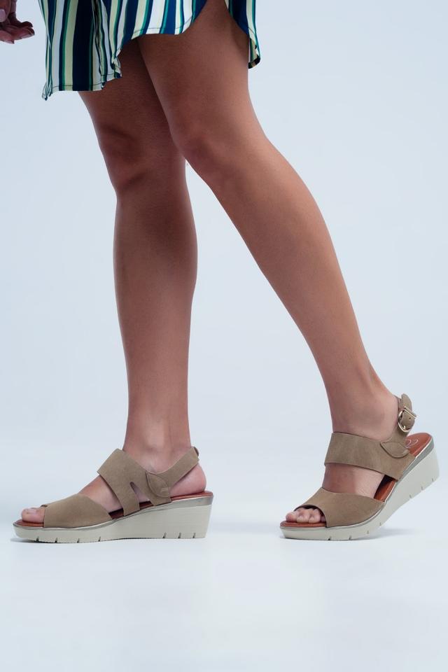 Kameel gekleurde wig sandalen