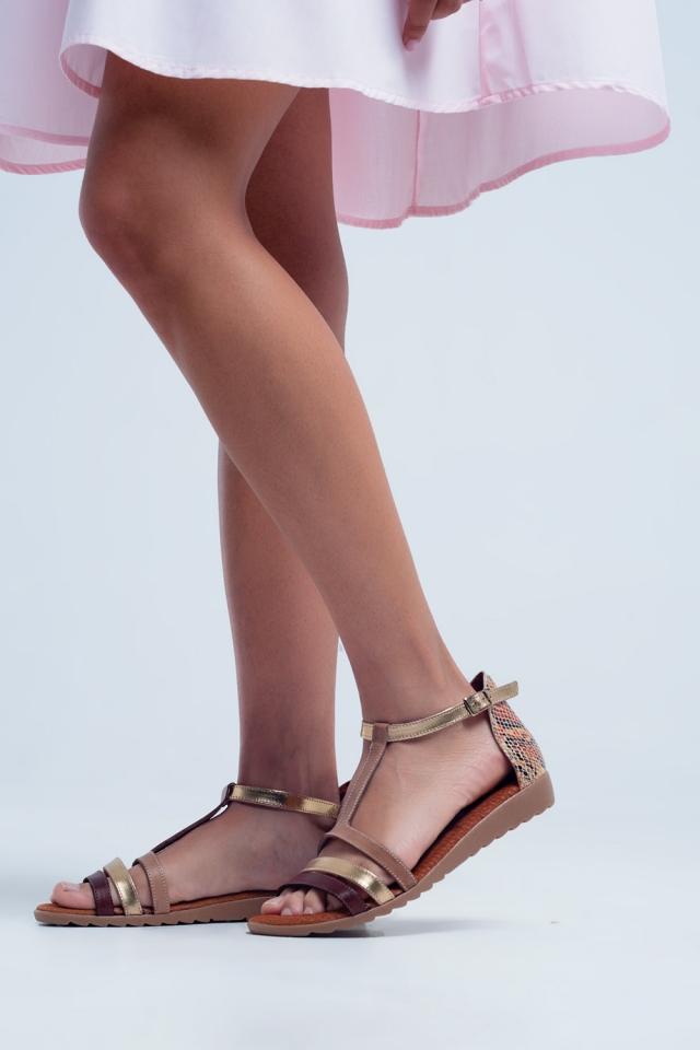Beige sandalen met meerdere bandjes