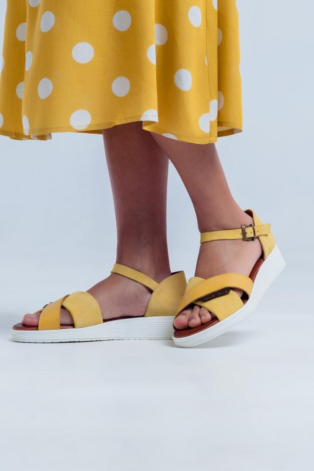 Sandalen met enkelbevestiging en gekruiste bandjes