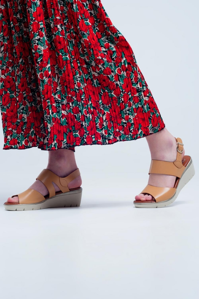 Beige gekleurde wig sandalen