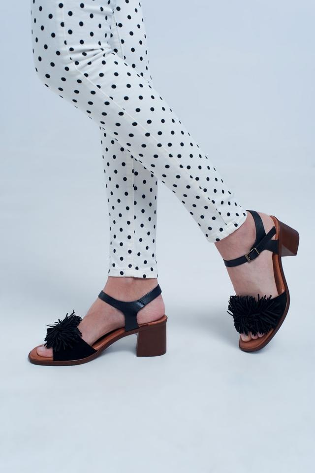 Hak sandalen met ruches in het zwart