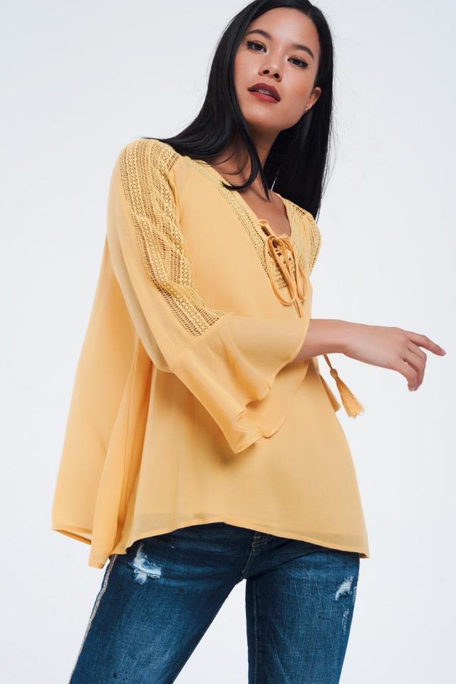 Mosterd kleurig shirt met gehaakte details