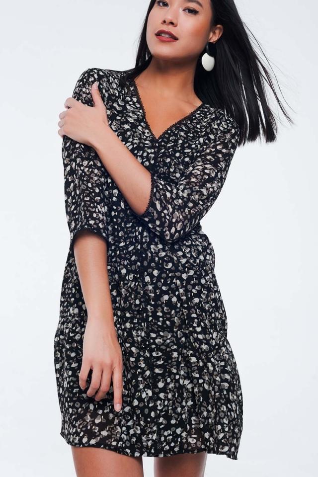 Zwarte jurk met knopen