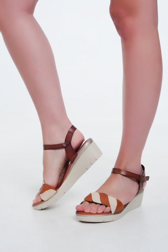 Camel kleur leren wig sandalen
