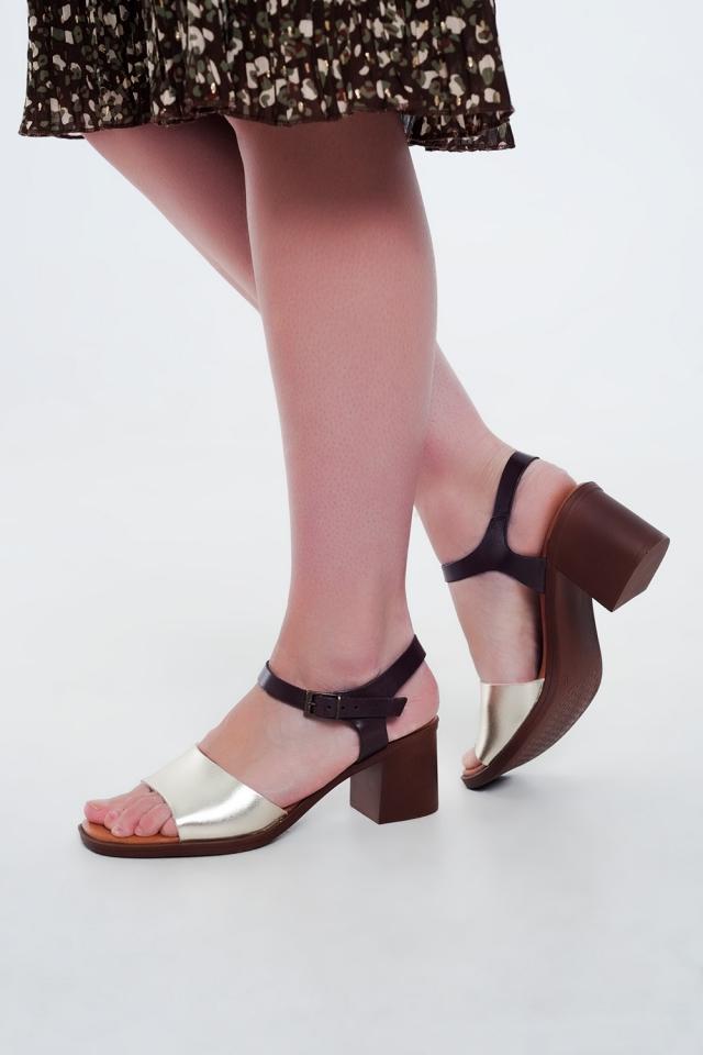 Gouden sandalen met blokhak en enkelsluiting