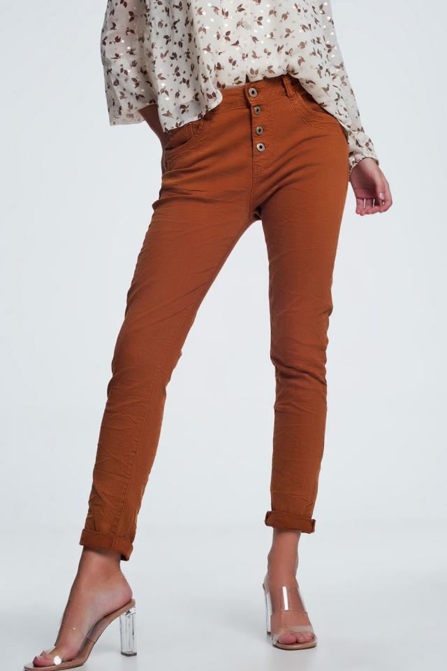 Oranje jeans met knoopafsluiting