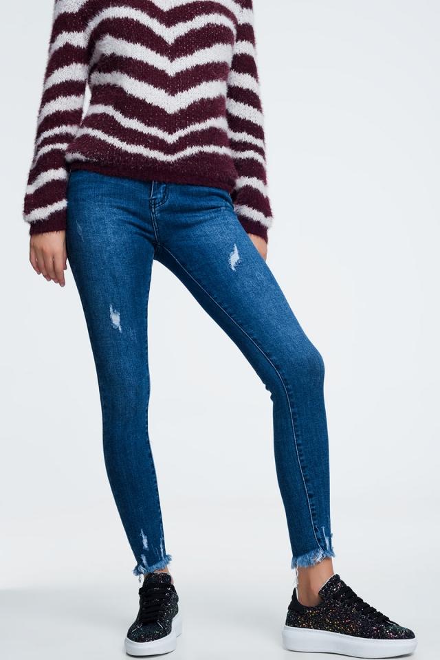 Jeans met gerafelde pijpen aan de onderkant