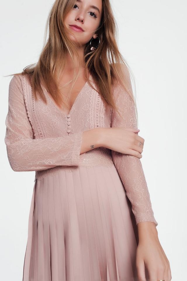 Roze midi-jurk met kanten lange mouwen en plooirok