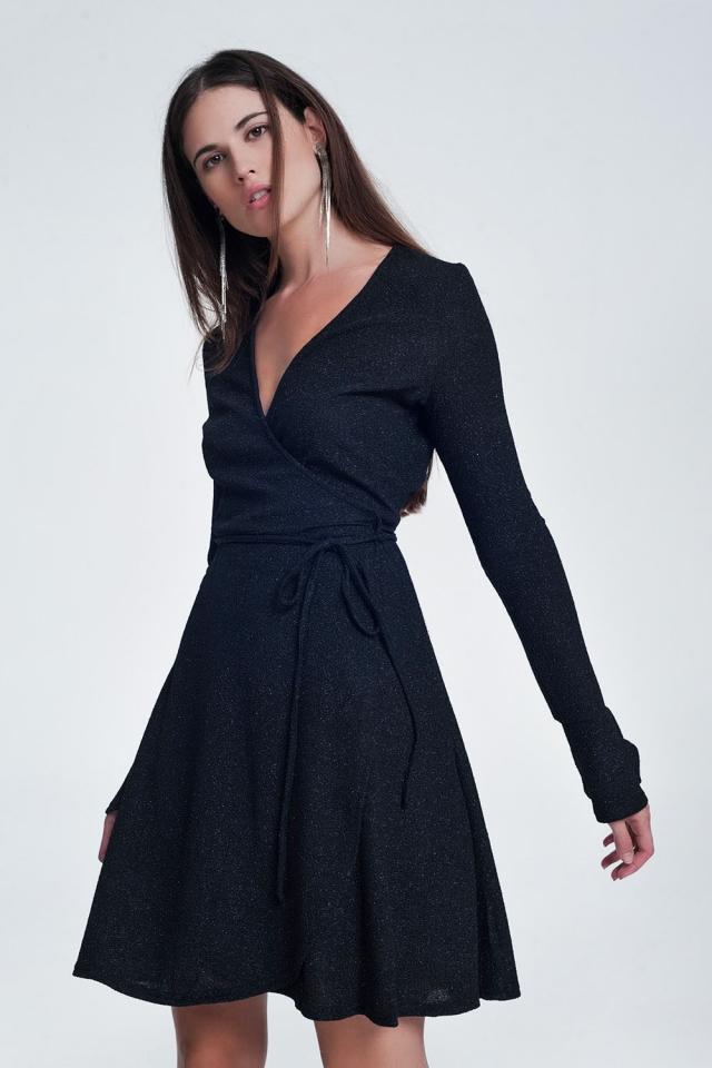 Zwarte mini-jurk met v-hals