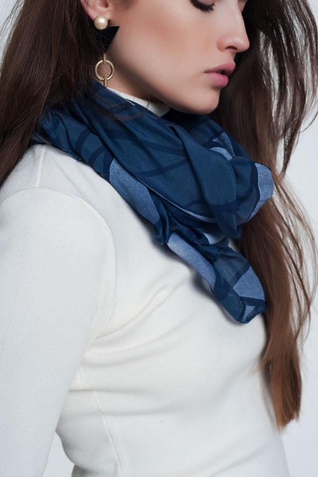 Blauwe sjaal met abstracte print