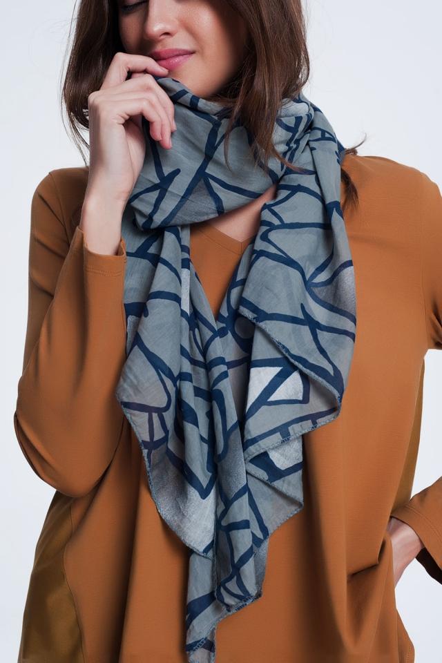 donkergrijze sjaal met bedrukte abstract