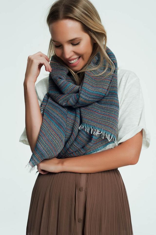 Blauwe sjaal met kleurrijke streepdetails
