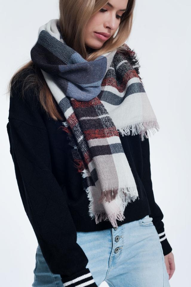 Grijze sjaal met patronen