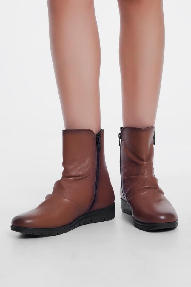 Bruine laarzen met ritssluiting