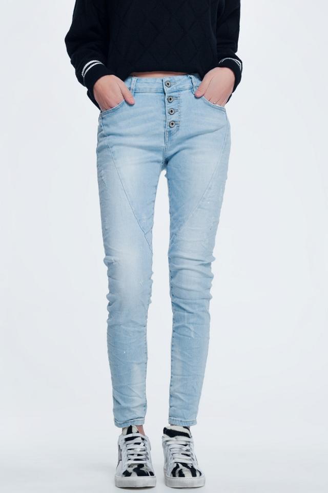Jeans in lichtblauw met opengewerkte knopen