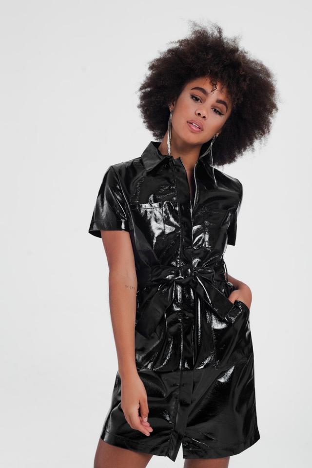 Zwarte mini jurk met korte mouwen en pu-utility