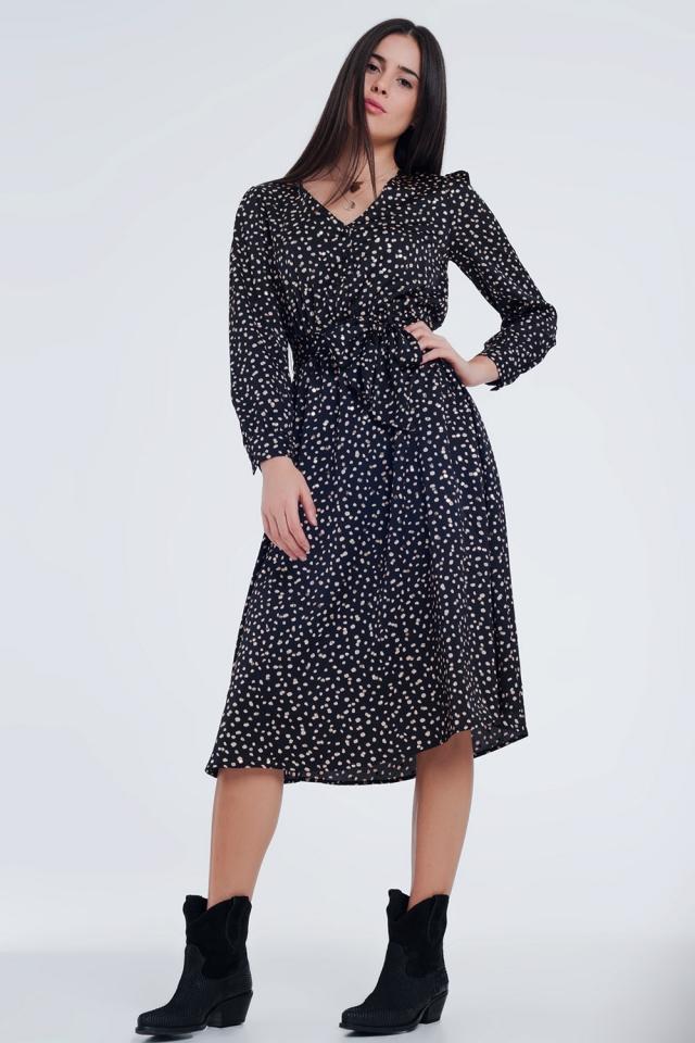 Zwarte jurk met stippen en een tailleband