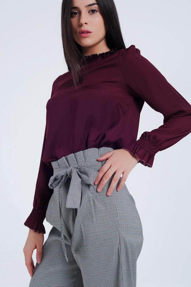 Kastanjebruin shirt met gedetailleerde uiteinden van de hals en mouwen