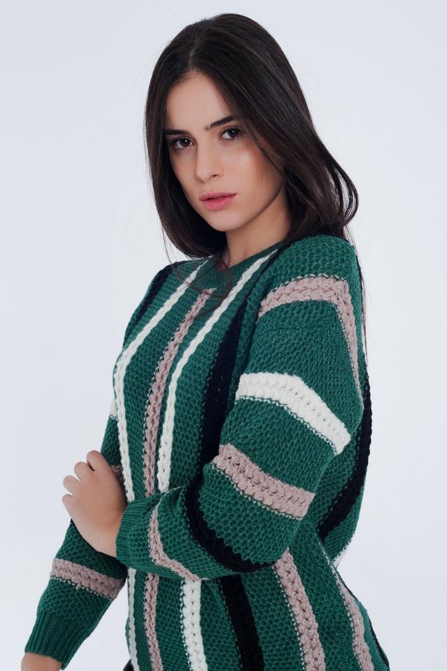 Groene dikke gebreide trui met strepen