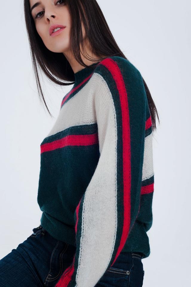 Groene trui met rode en witte strepen