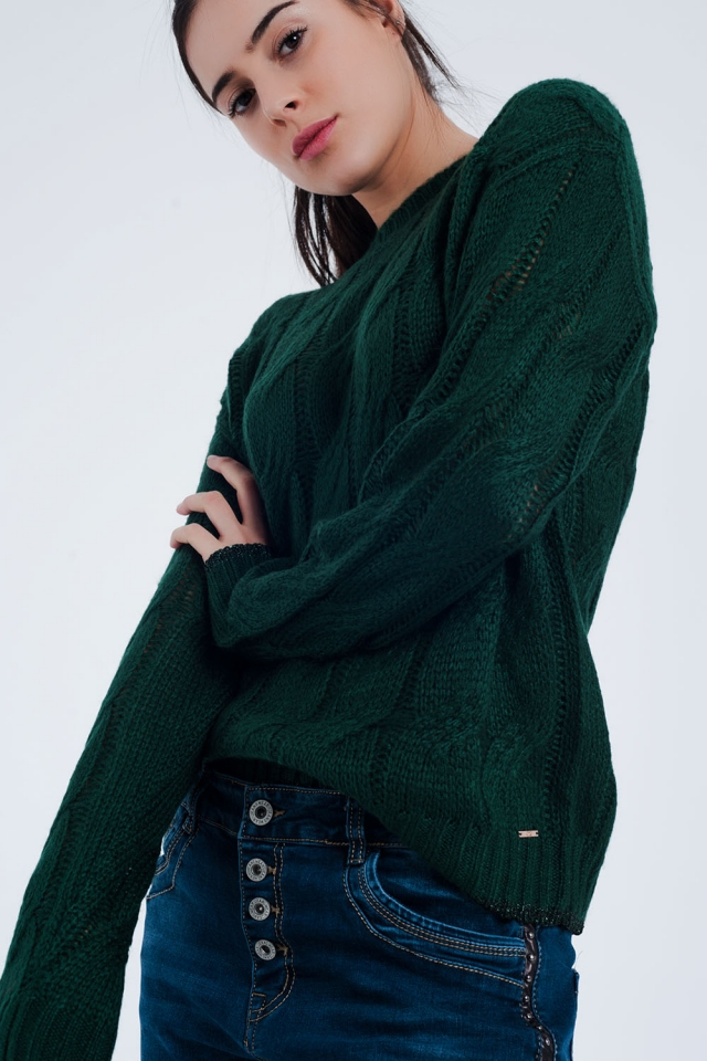 Groene trui met kabel brei detail