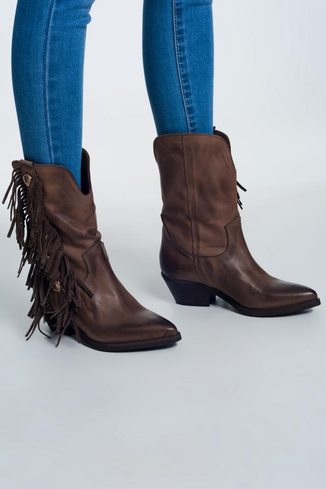 Beige laarzen met touw en knopen decoratie