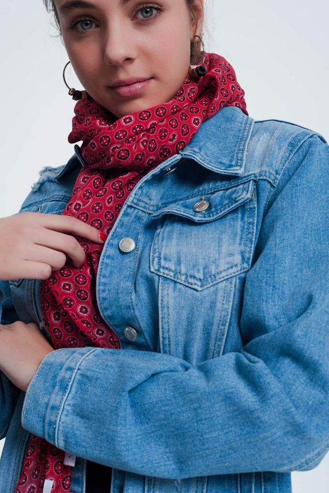 Rood kleurige sjaal met print van fleurige cirkels
