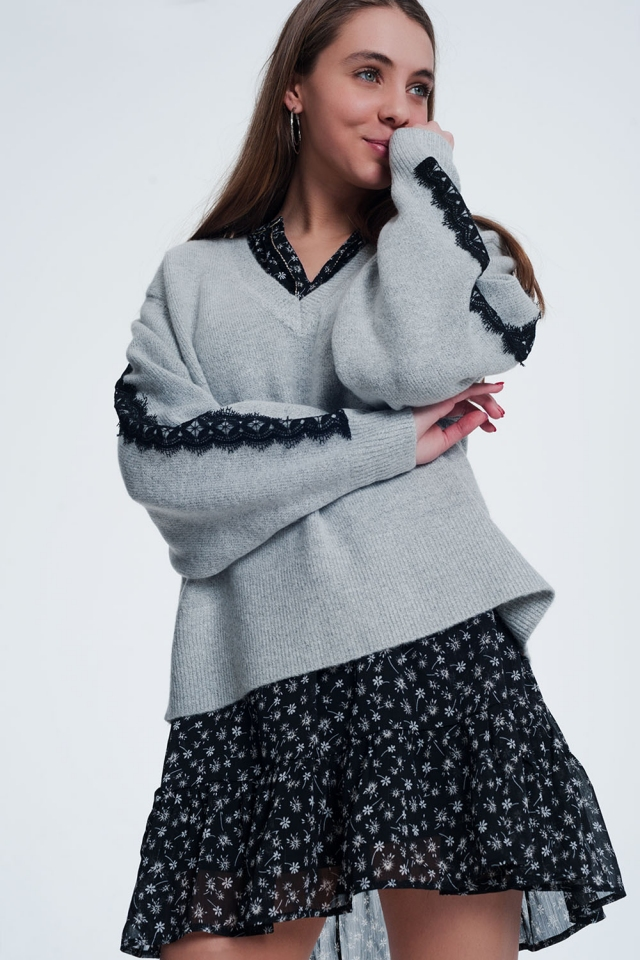Grijze trui met v-hals en lange mouwen