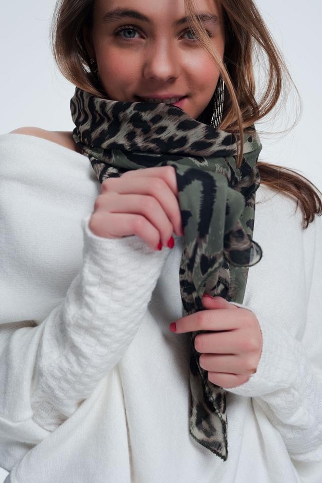 Khaki sjaal met tijgerprint