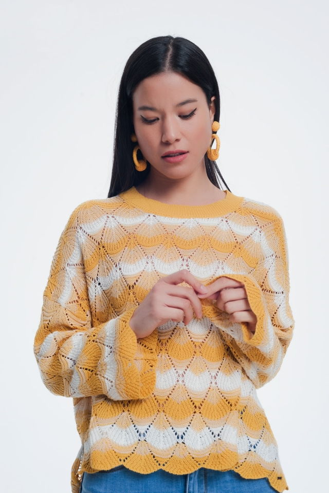 Geel gestreepte trui met open gebreid detail
